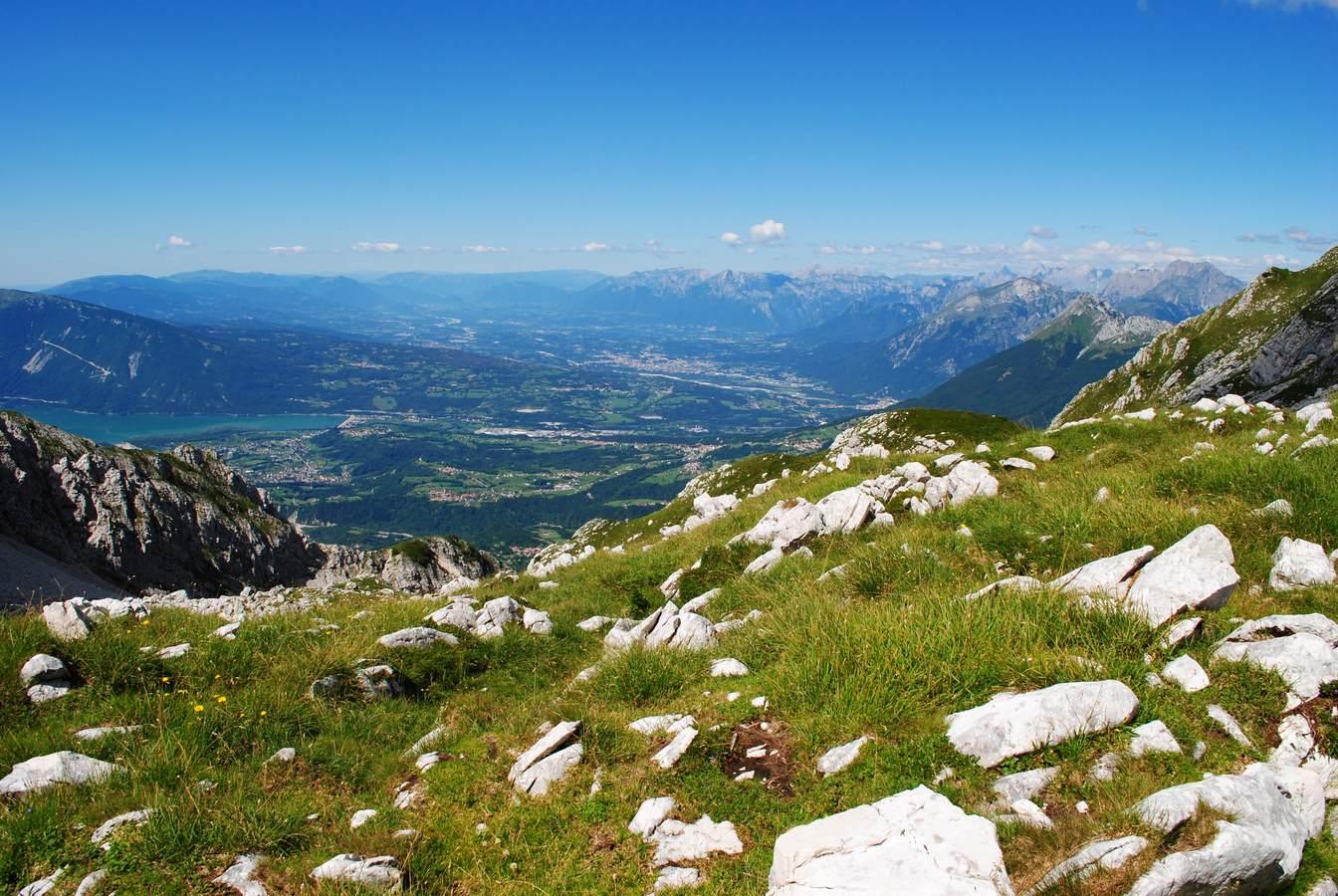 panorama-dal-bivacco-toffolon-trekking-in-alpago