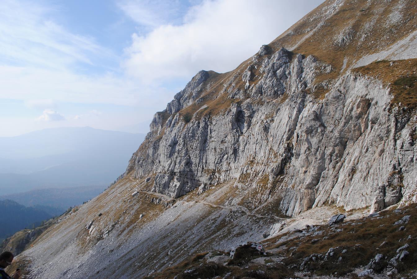 sentiero-trekking-in-alpago
