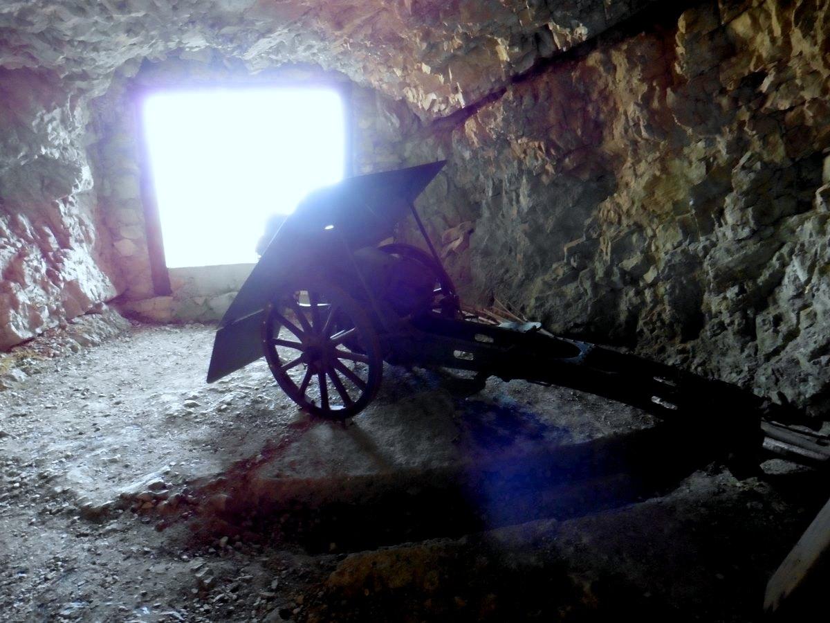 strada-delle-52-gallerie-del-pasubio-pezzi-artiglieria