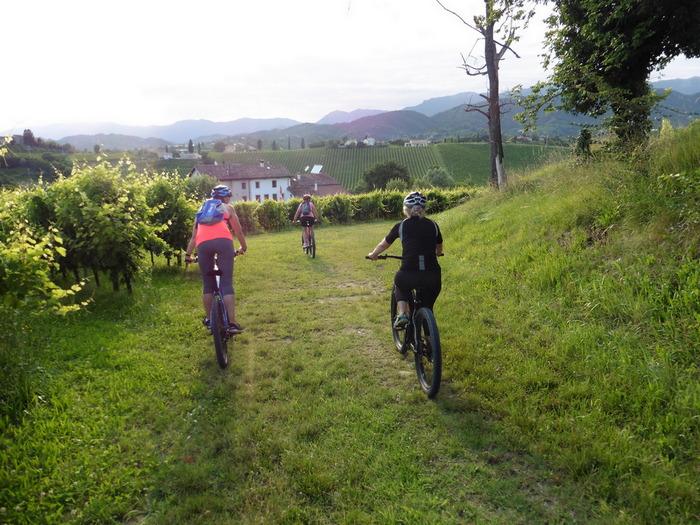 tour con bici elettrica donne