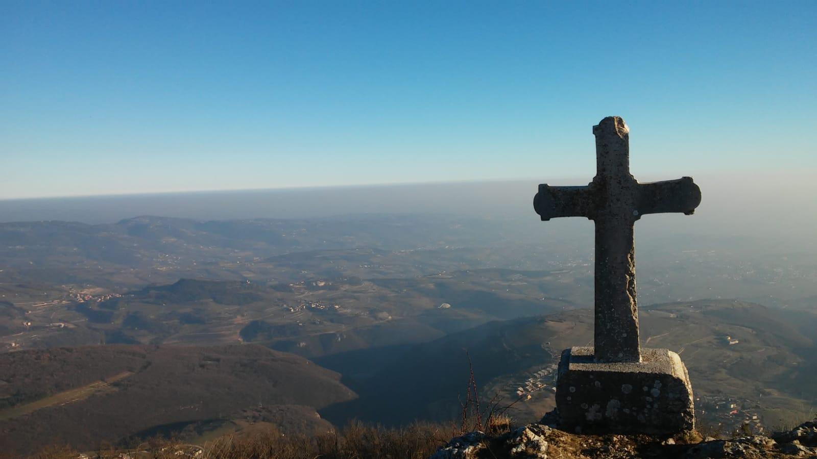 la croce sul monte pastello